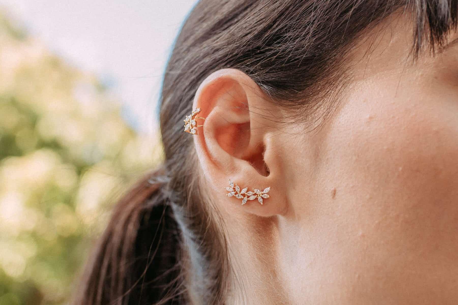 Sentimental-Gifts-for-Girlfriend-Ear-Crawler